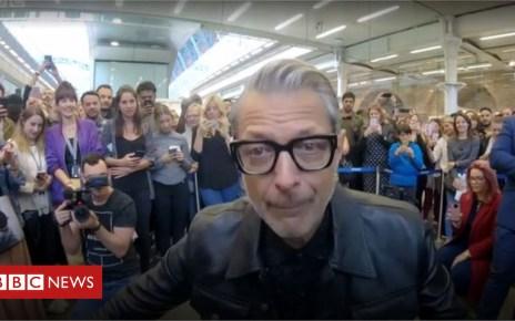 103328938 capture - Jeff Goldblum's surprise London gig