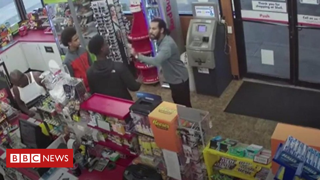 103403165 p06l0d86 - Teens rob US store after clerk collapses