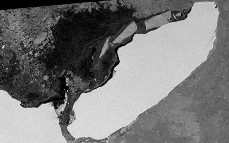 p06kbkd9 - Monster iceberg's pivot and turn