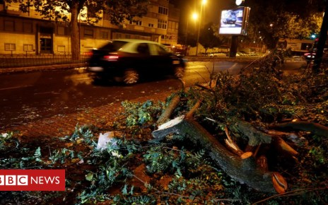 103856562 aa8ad2cc e15d 4c18 8620 77790ea21cc3 - Storm Leslie: Portugal hit by hurricane-force winds