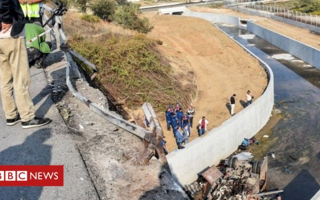 103858228 049952737 1 - Turkey migrants: Lorry crash in Izmir 'kills 15'