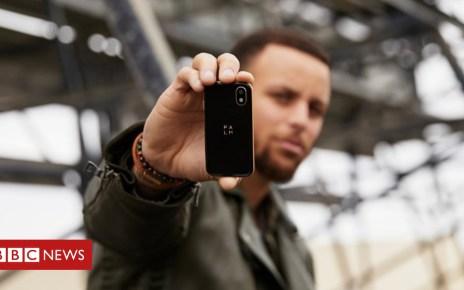 103883162 mediaitem103883161 - Tiny Palm smartphone baffles gadget fans