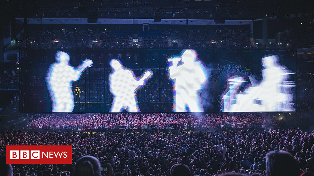 103898208 p06p69rf - Take a tour of U2's ground-breaking stage