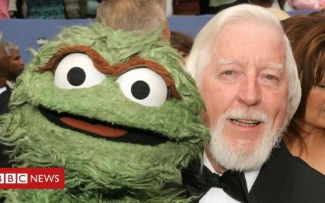 103898764 gettyimages 110277232 - Sesame Street's Big Bird puppeteer retires