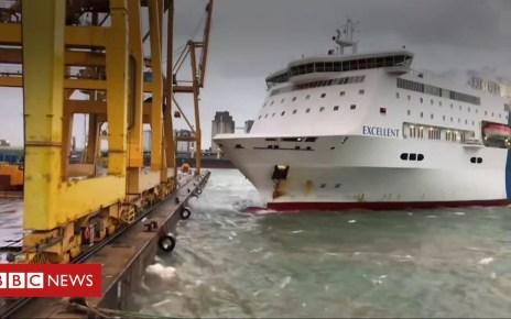 104120281 p06qd128 - Barcelona port: Fire as ferry crashes into crane