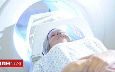 103199877 036778376 - Patients facing NHS tests 'bottleneck'