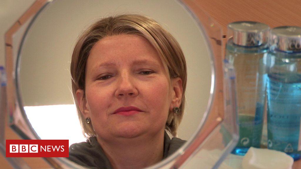 104230727 p06r59hh - Cancer treatment patients get beauty workshops