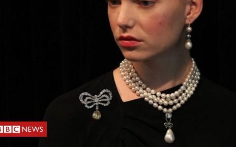 104325170 mediaitem104325166 - Marie Antoinette's jewels up for auction