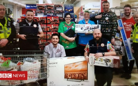 104941470 tescoculverhouse - Police officer buys stranded family Christmas gifts