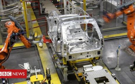 100842237 landrover - Brexit: Jaguar Land Rover extends shutdown over no-deal fears
