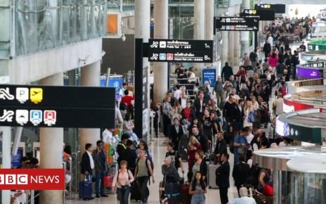 105078151 mediaitem105078148 - Saudi woman 'trapped at Bangkok airport trying to flee family'