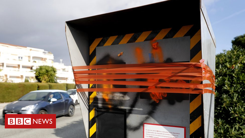 105135208 hi051049889 - Yellow vests knock out 60% of all speed cameras in France