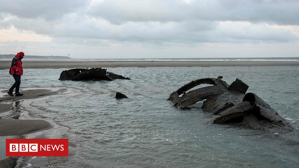 105157219 051548064 - German WW1 submarine emerges off French coast
