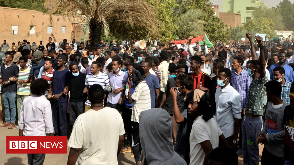 105231389 051713371 - Sudan protests: Doctor and teen 'shot dead' during clashes