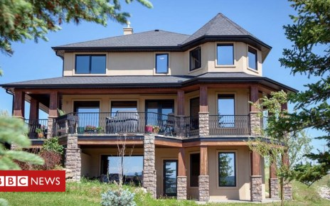105243753 house - A Canadian woman has launched a writing contest for her luxury home