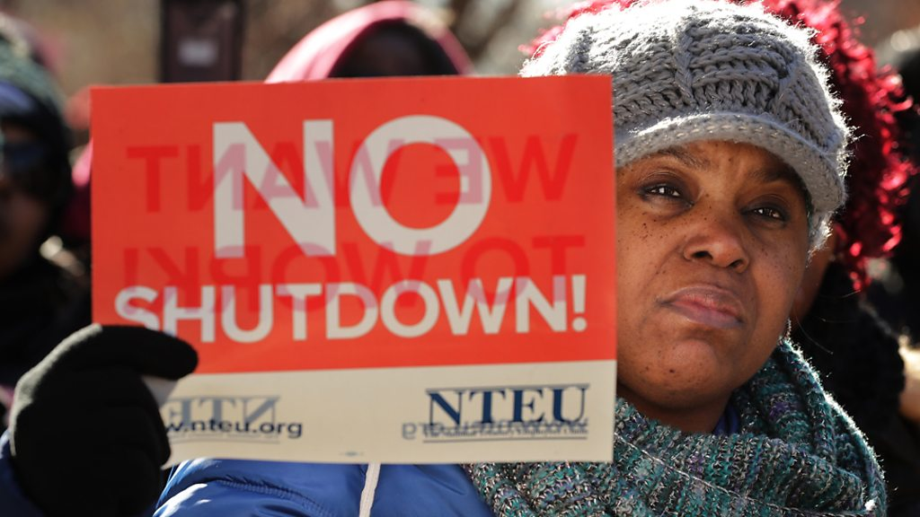 p06xslyv - US shutdown: Thousands of federal employees miss payday