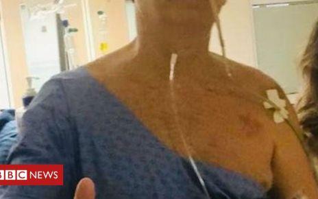 105558032 052156090 - Brazil's President Jair Bolsonaro has pneumonia - hospital