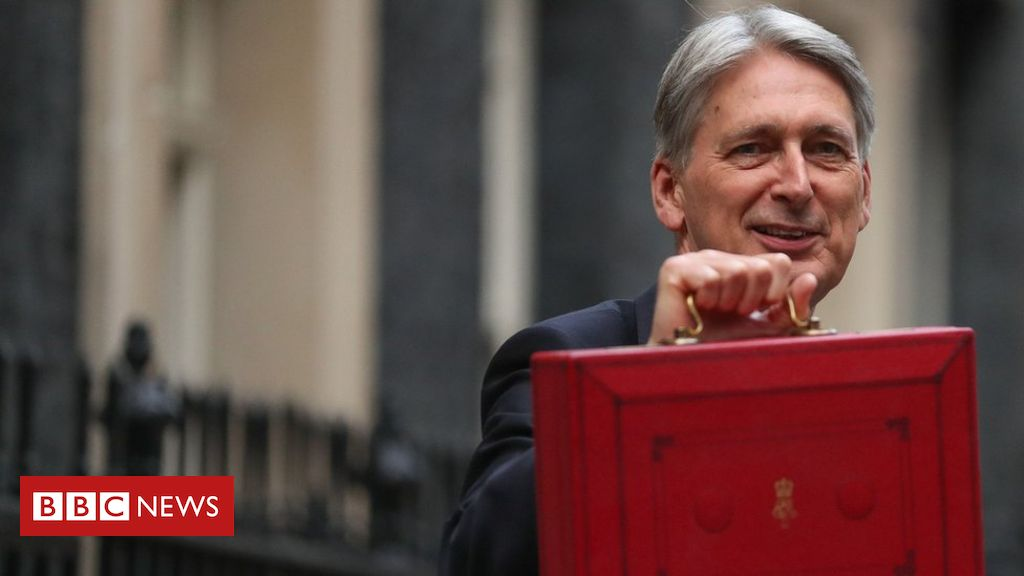 105612074 mediaitem104101210 - Hammond's Brexit 'deal dividend' not credible, MPs say