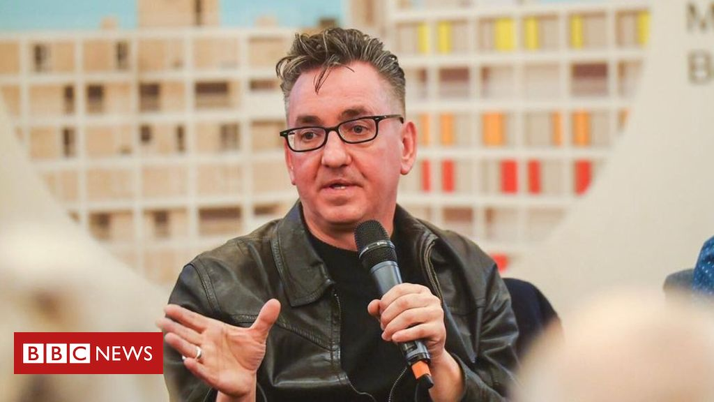 105631262 vox median - Richard Hawley to co-write musical set in flats
