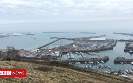 105692501 dover - Migrants brought ashore to Dover as boat found