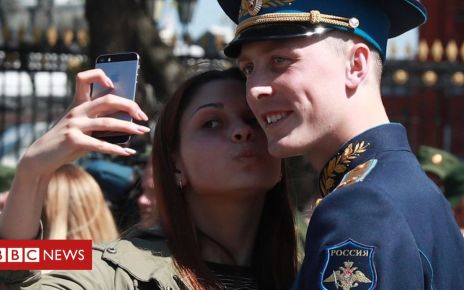105718852 gettyimages 684375210 - Russia bans smartphones for soldiers over social media fears