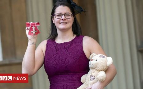 105738368 hi052472092 - Sepsis campaigner takes son's ashes to Buckingham Palace
