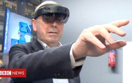 105781058 p071x68n - HoloLens 2: Rory goes hands-on