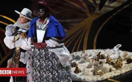 105828371 mccarthyreu 2 - Melissa McCarthy's Oscars bunny dress criticised by top designer