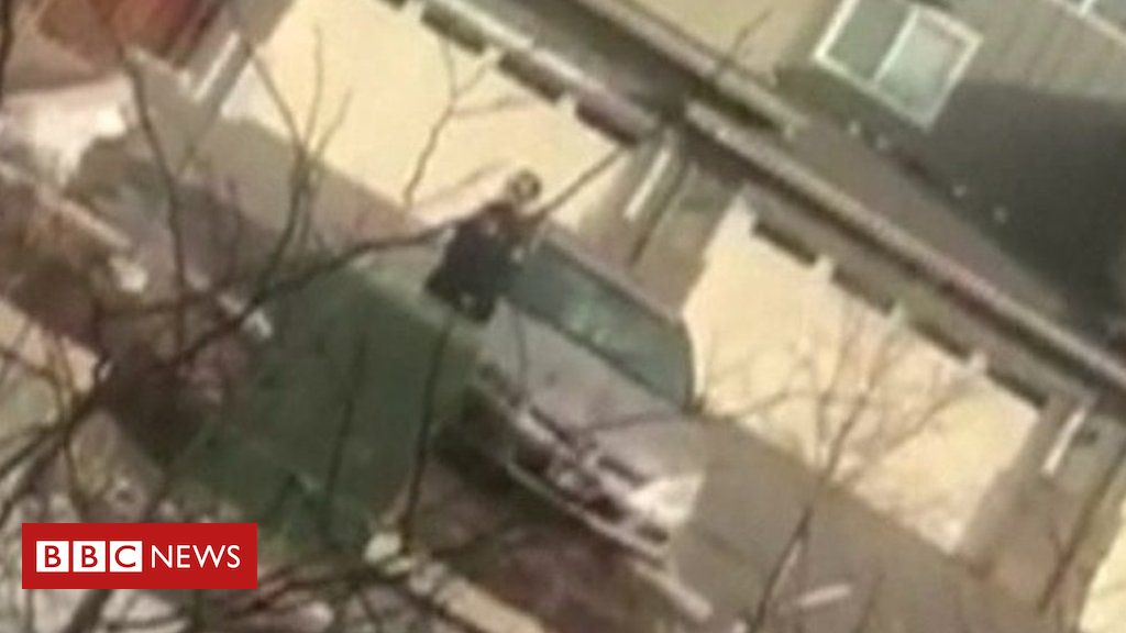 105939754 p072xnwc - Colorado police confront man picking up rubbish on his lawn