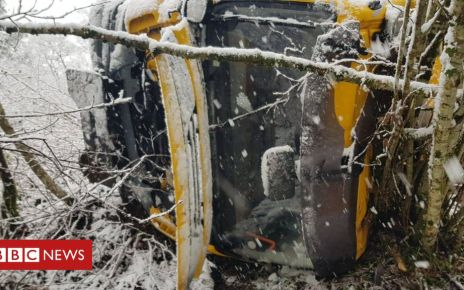 105965823 d1sygipx4aexhyl - Gritter flips off road as snow returns to Scotland