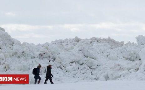 105990114 a4eb6149 cba0 4db1 9514 4941b03dd476 - St Petersburg ice walls thrill Russians