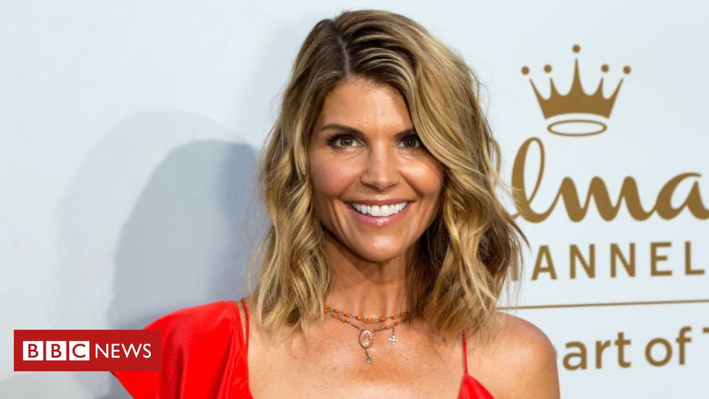 106013270 gettyimages 823930614 - Lori Loughlin and Felicity Huffman sued for $500bn in college cheating scam