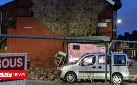 106020104 07a6daaa c294 4bd7 84b5 17f681108780 - Manchester house wall collapse injures boy, 2