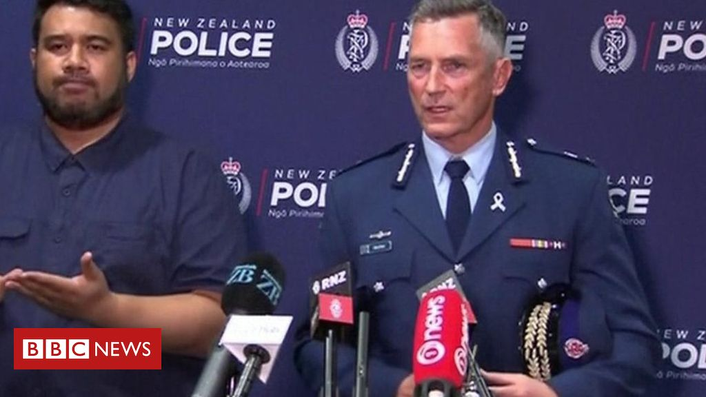 106033032 p073mfks - New Zealand police: 'Unprecedented event'
