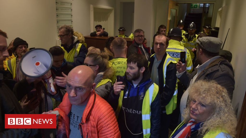 106098904 pa - Protesters target attorney general's Westminster office