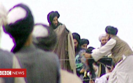 84544688 gettyimages 51393014 - Fugitive Taliban leader Mullah Omar 'lived close to US bases'