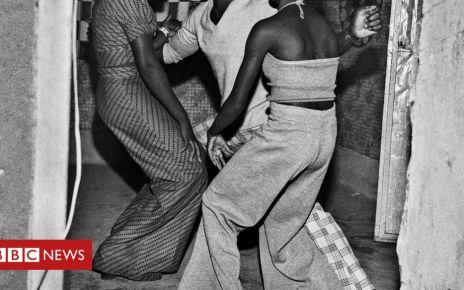 106272006 lesdanseursdemakossa1976 - Burkinabé music, dance and youth culture captured by photographer Sanlé Sory