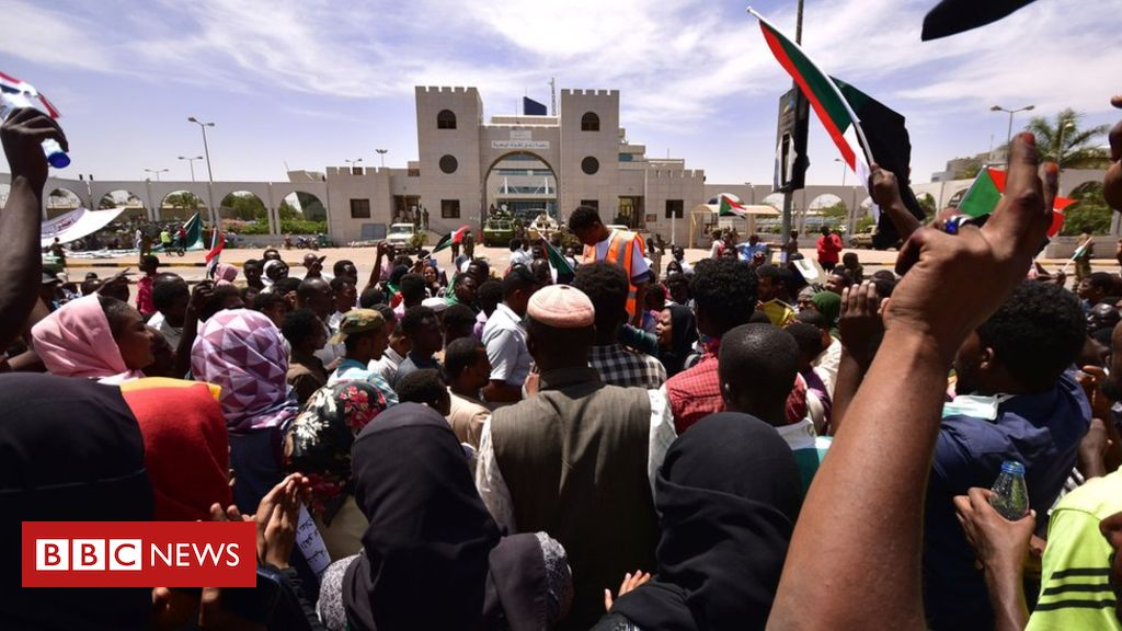 106454892 053438614 - Sudan crisis: Protest leaders demand end of 'deep state'