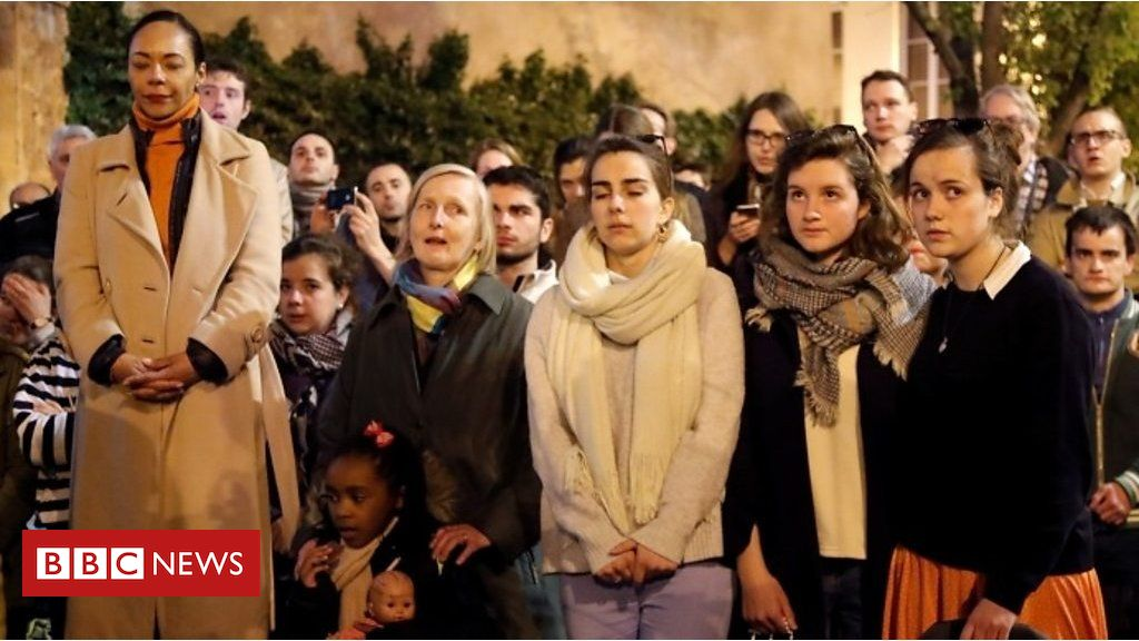 106464066 p076lgxz - Notre-Dame fire: Hymns sung in the street as cathedral burns