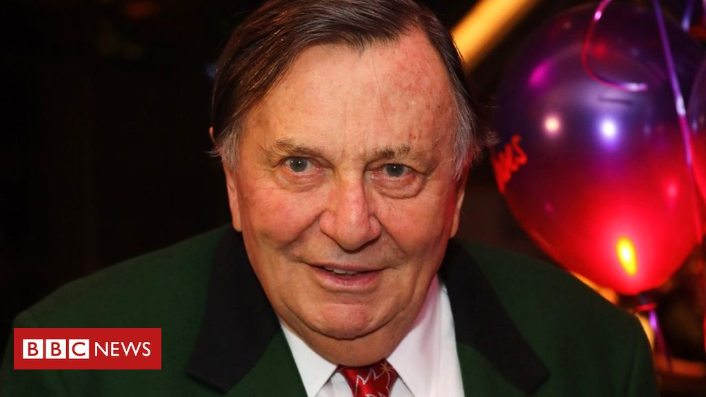 106467045 gettyimages 629990400 - Barry Humphries: Top comedy prize renamed after transgender row