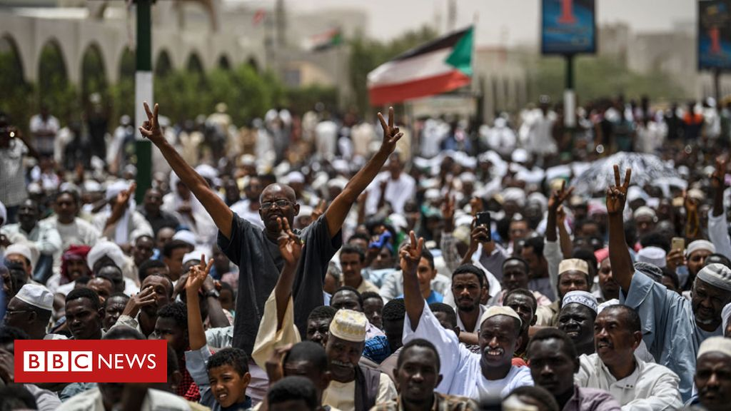 106524574 sudan3 - Sudan protesters 'to name transitional government'