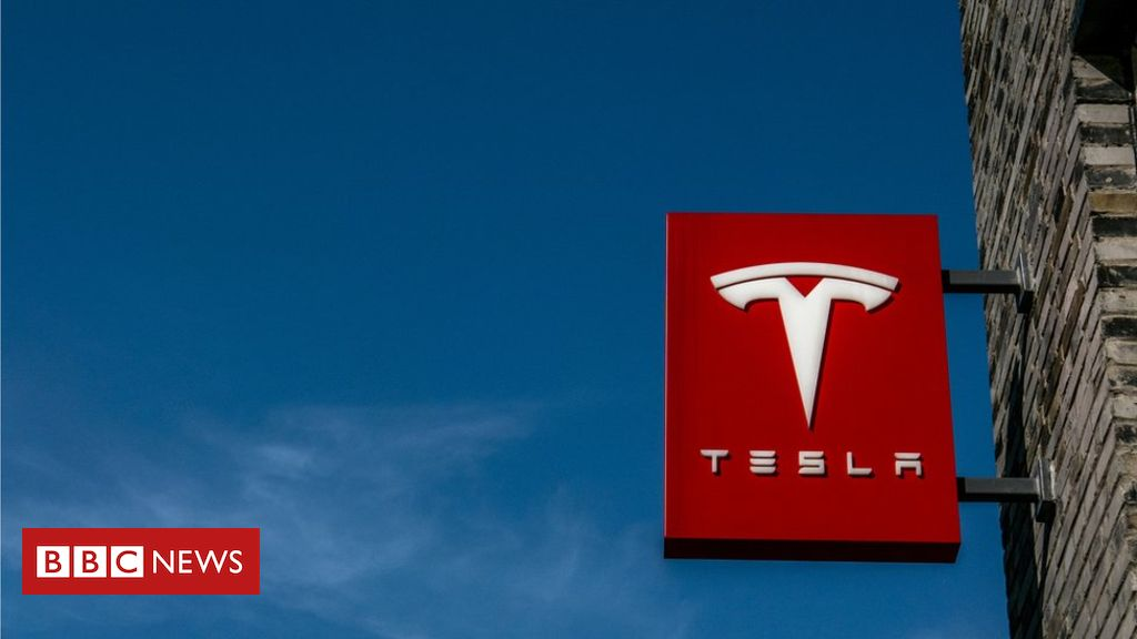 106542795 gettyimages 499532438 - Tesla says investigating car explosion in Shanghai