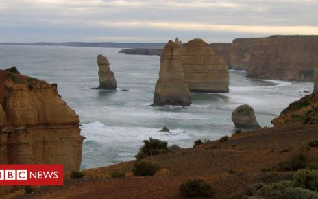 106549467 006888802 - Australian father and son lifesavers drown in tourist rescue bid