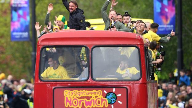 106815960 hi053777825 - Norwich City promotion parade bus breaks down