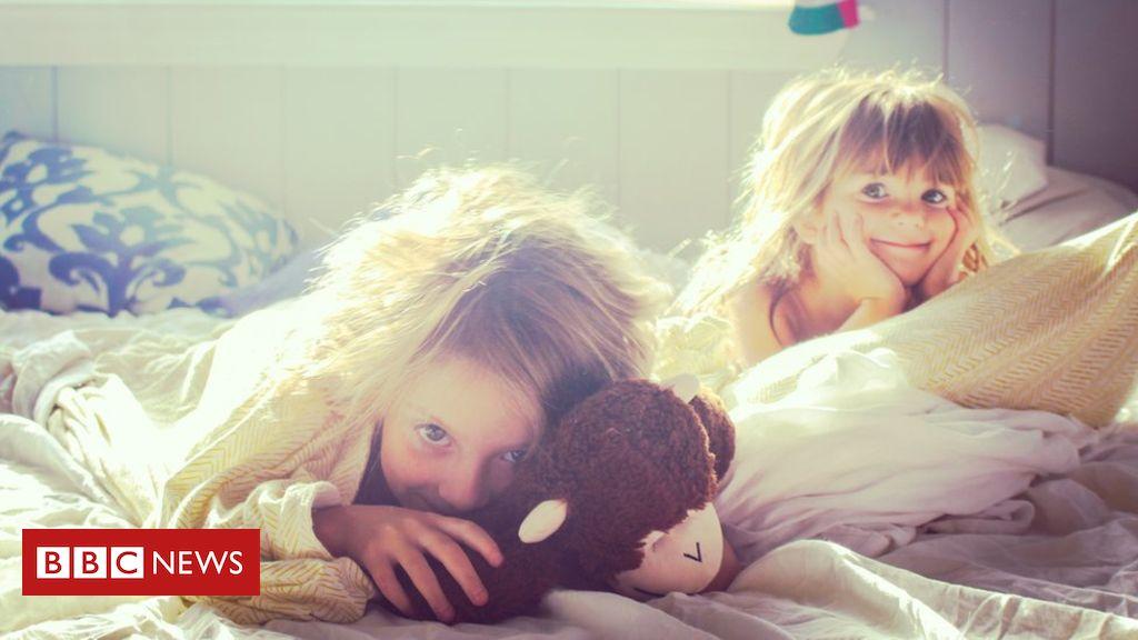 107005929 girlswakingup - Light and the circadian rhythm: The key to a good night's sleep?