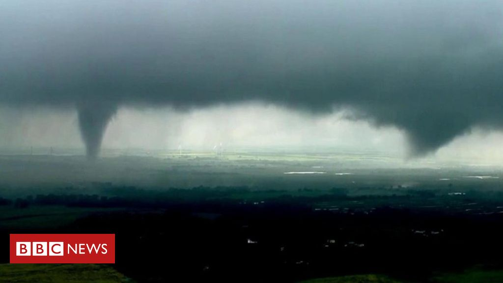 107054985 p079xmgq - 'Twin tornadoes' spotted in Oklahoma