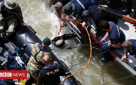 107187551 054335586 - Hungary boat crash: Strong currents hamper rescue efforts