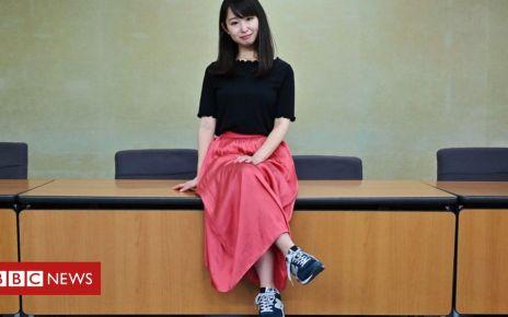 107213959 054395951 1 - Thousands back Japan high heels campaign