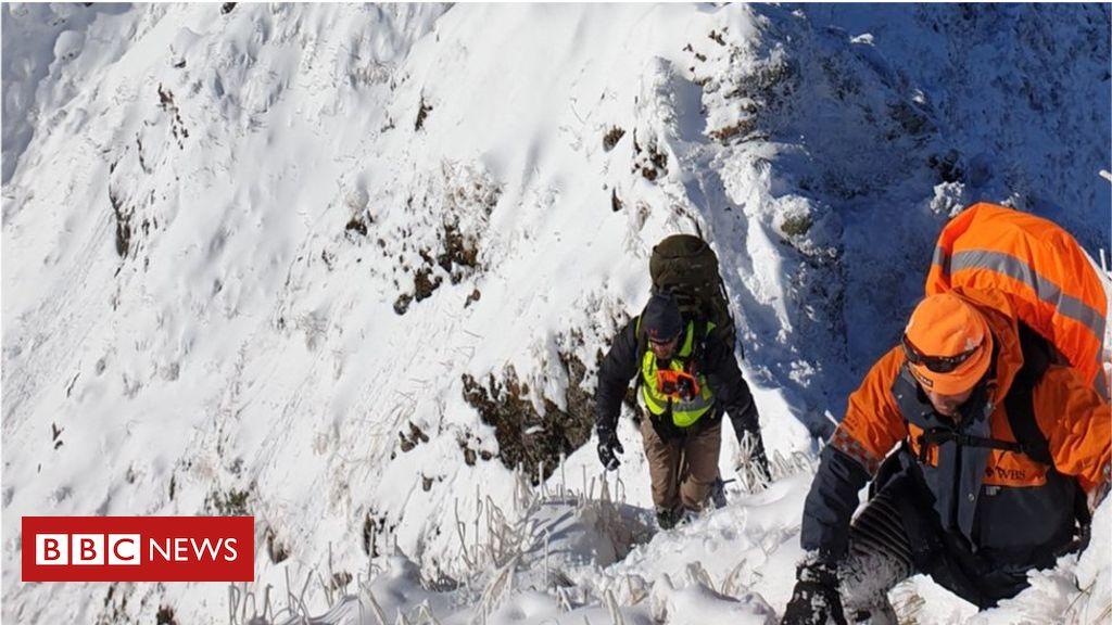 107238452 tararuasrescue1 - Body found in search for British hiker in New Zealand