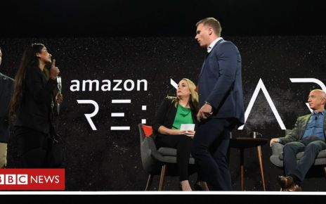107283237 hi054481337 - Protester confronts Jeff Bezos on stage